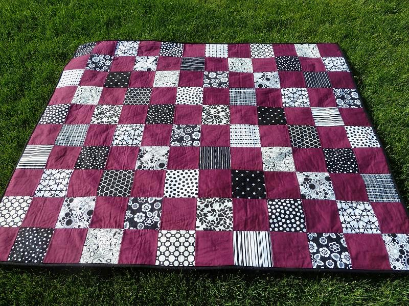 Quilt Kisses: Black and White Plus One : purple and white quilt - Adamdwight.com