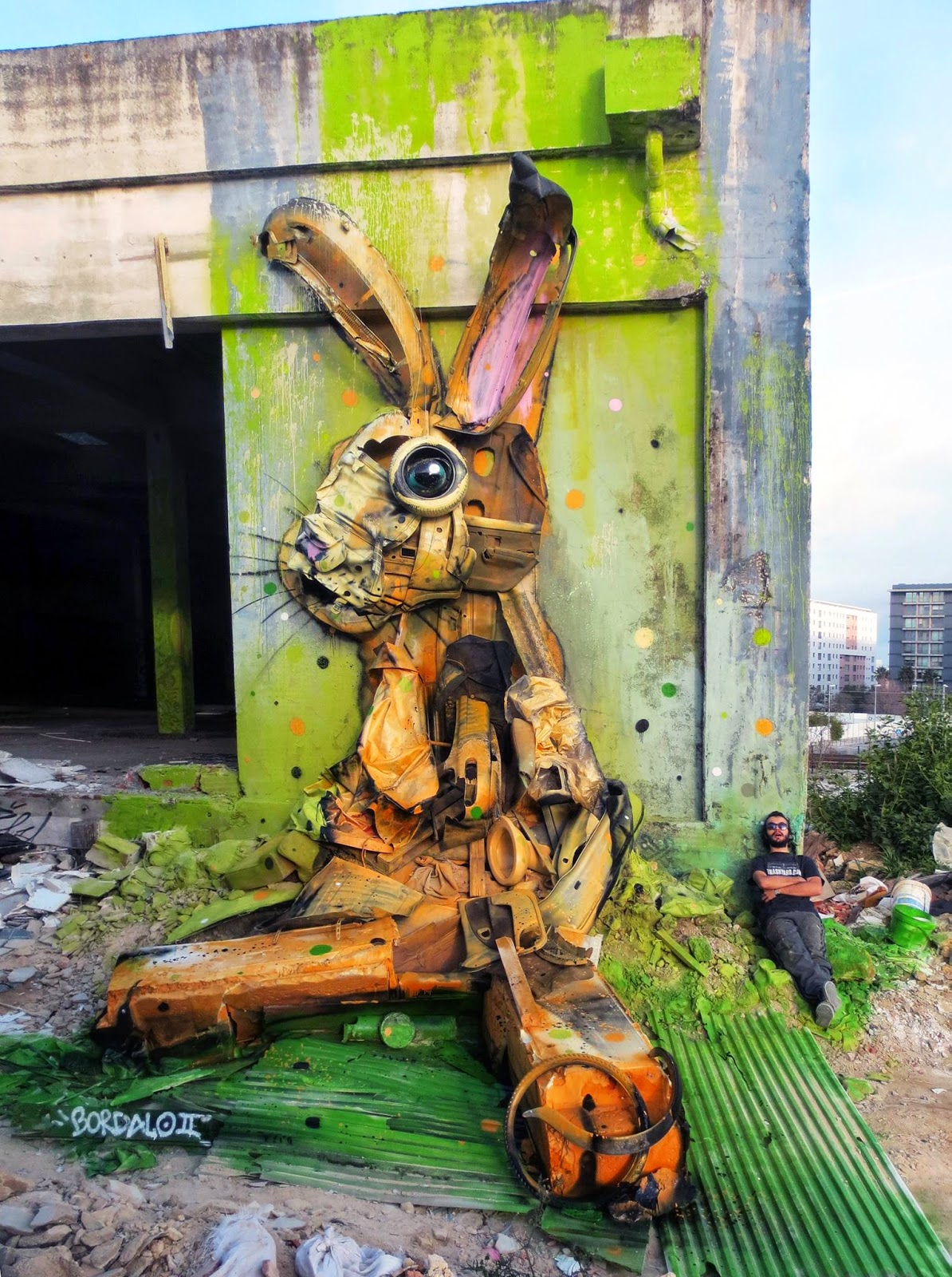 Bordalo II spent the last few days working on a brand new piece which is featuring an oversized rabbit built using trash and found materials.