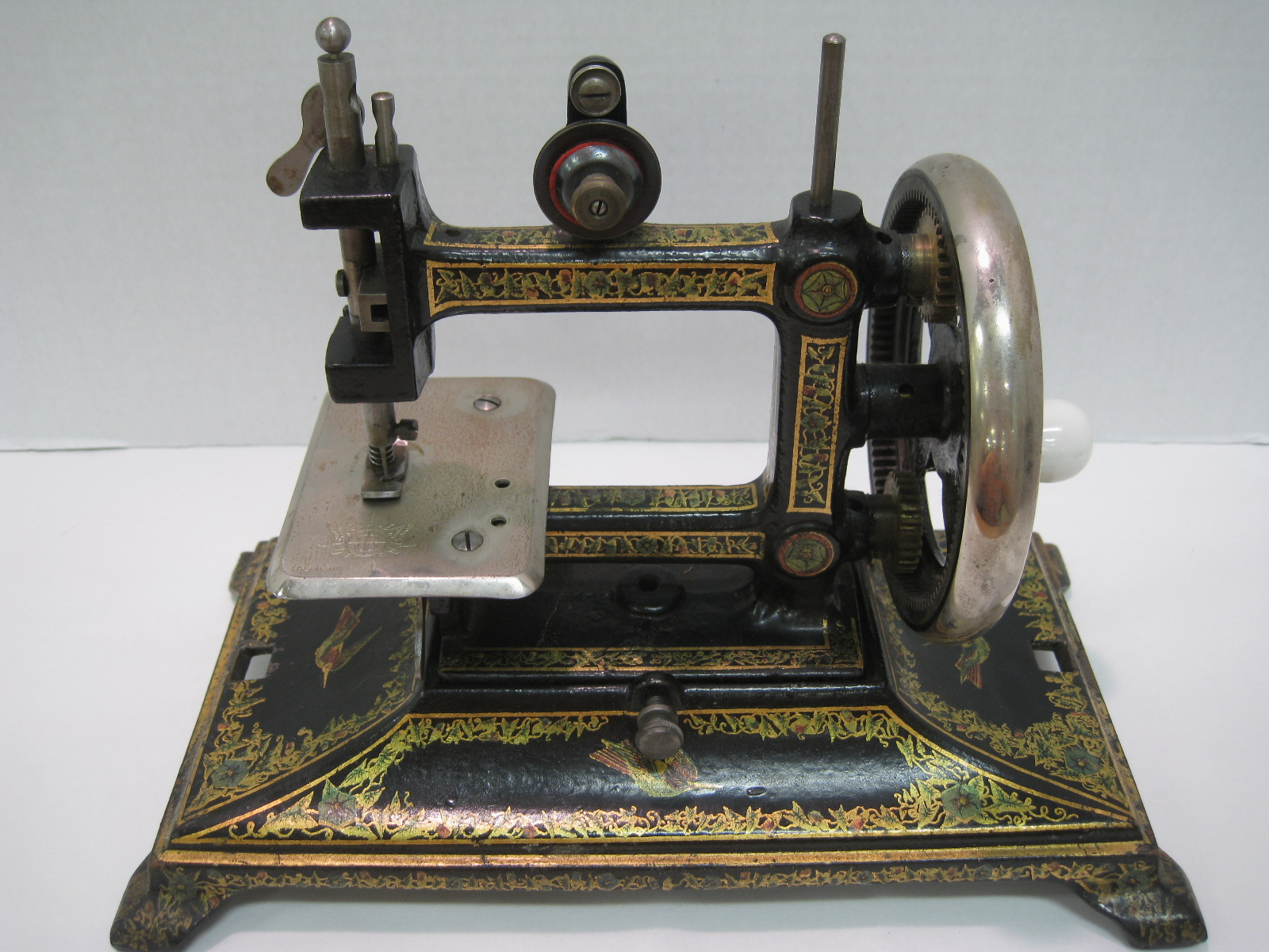 antiques art and collectibles antique miniature sewing machine. Black Bedroom Furniture Sets. Home Design Ideas