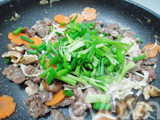 Thịt bò xào nấm thơm ngon