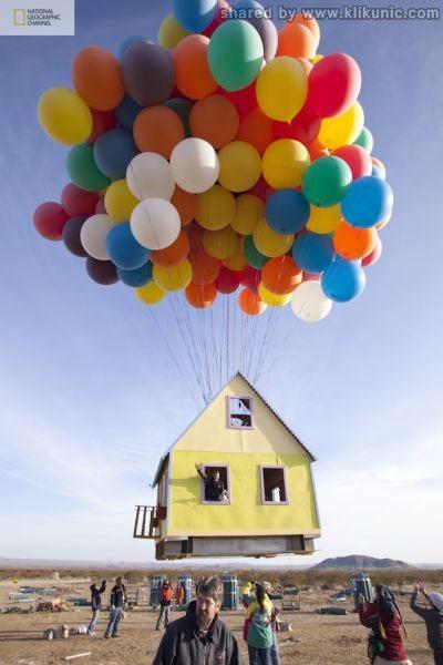 http://1.bp.blogspot.com/-N32LAwP_drs/TXW78l37V6I/AAAAAAAAQVg/bCQzESVqjBA/s1600/a_flying_house_640_01.jpg