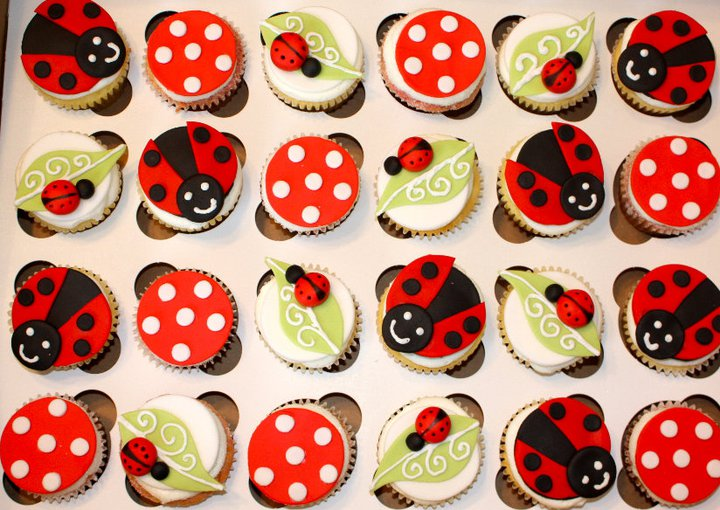 Crickets Cafe An Amazing Friend And Yummy Contest - Bug cupcake decorating ideas