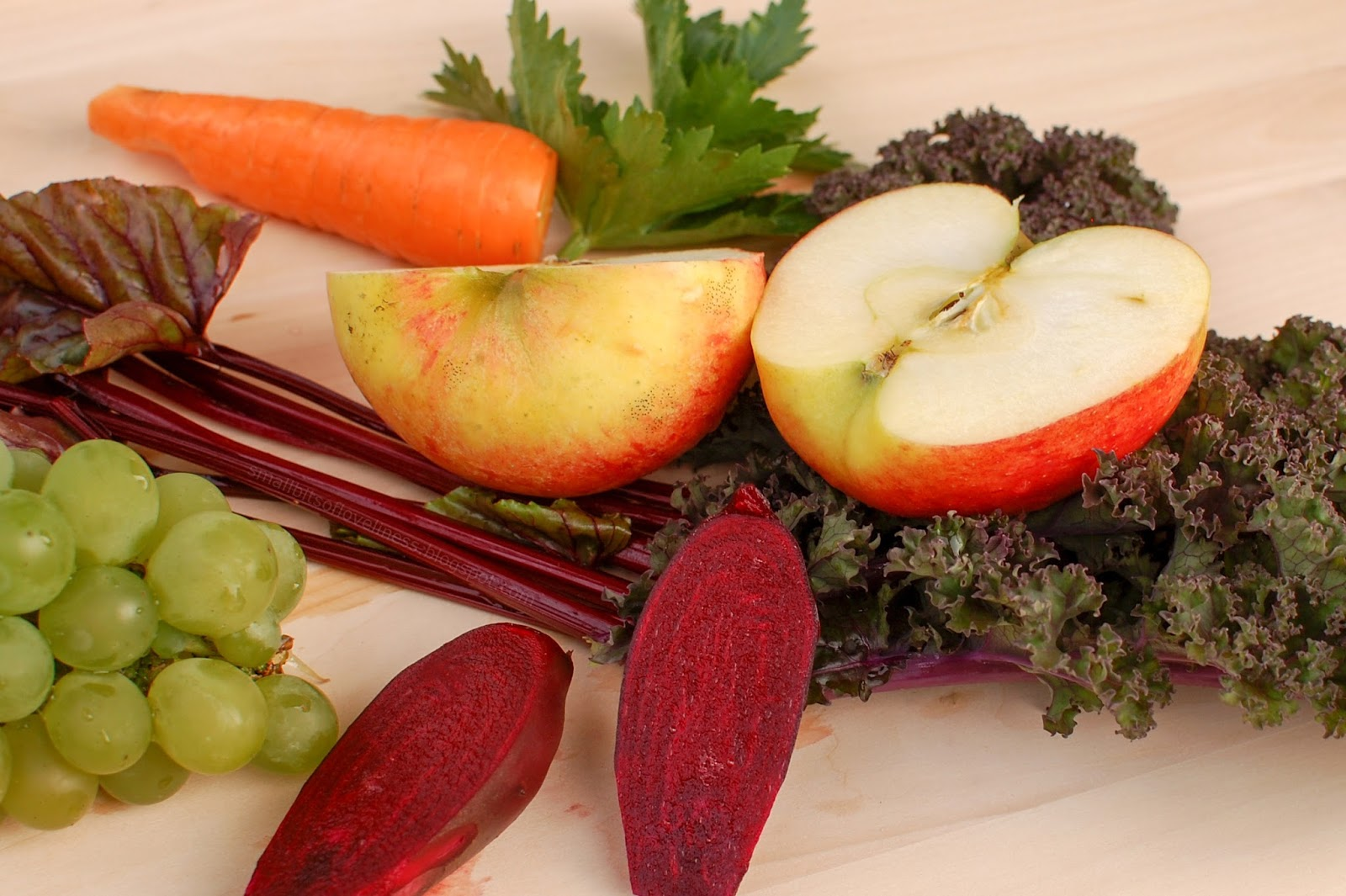 Autumn Smoothie with apple, carrot, beet, grapes, kale, celery