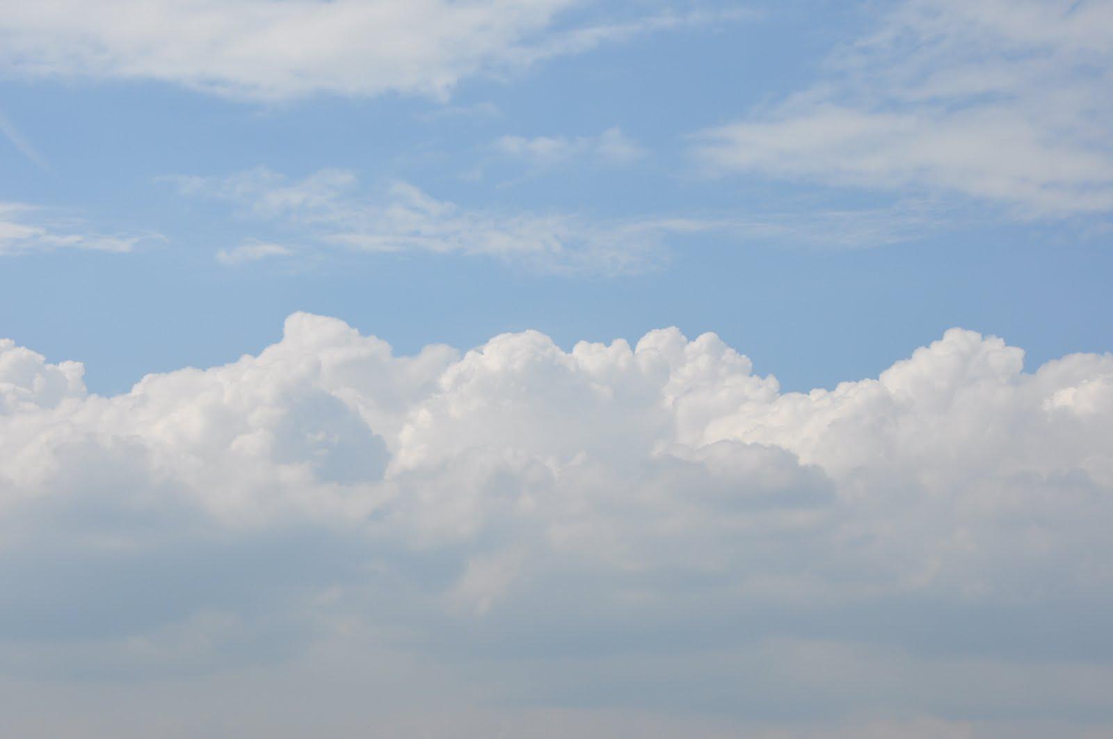 http://1.bp.blogspot.com/-N3XAWYwy5C8/Tde9Kvz8wVI/AAAAAAAABZ4/EhH57k9oxxg/s1600/Ciel+bleu+avec+nuages+4.JPG