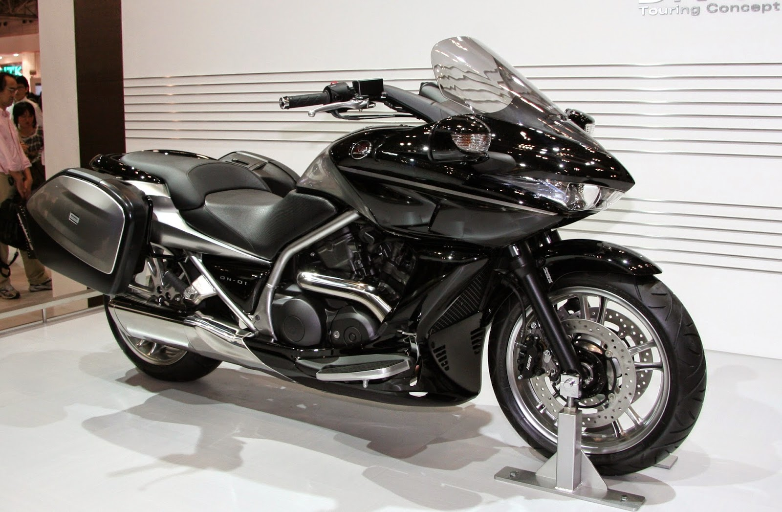 tales from the road featured bike honda nm4 vultus. Black Bedroom Furniture Sets. Home Design Ideas