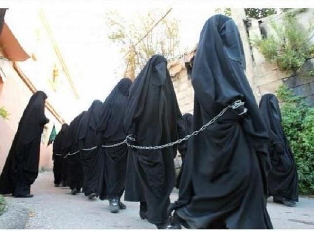"""""""Phá trinh"""" nữ tử tù trước khi hành hình ở IRAN 15"""