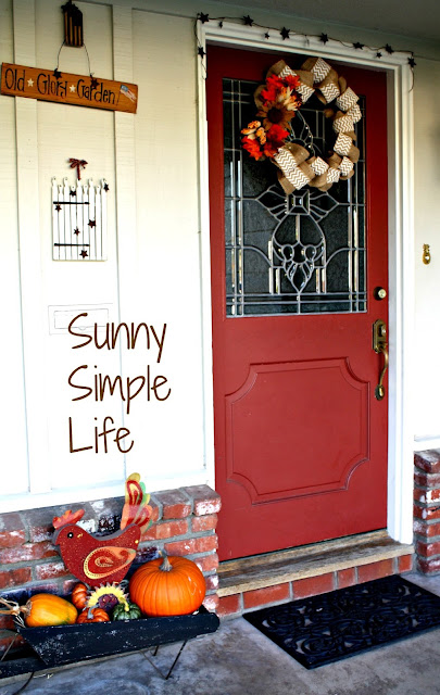 red front door, fall porch decor, fall wreath