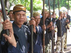 Berbicara tentang sejarah Cirebon, kita seolah masuk ke dalam hutan belantara yang penuh misteri