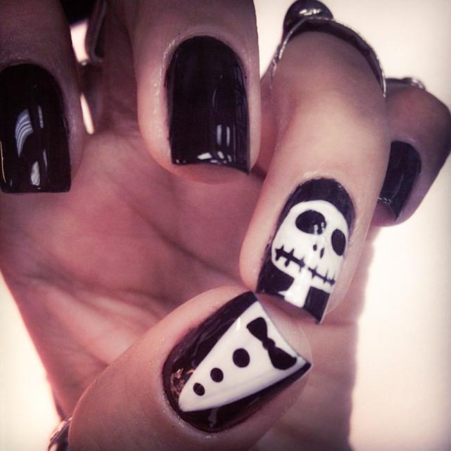 skull nail polish