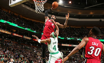 Lebron James Alley-Oop Dunk over Jason Terry (Celtics-Heat)