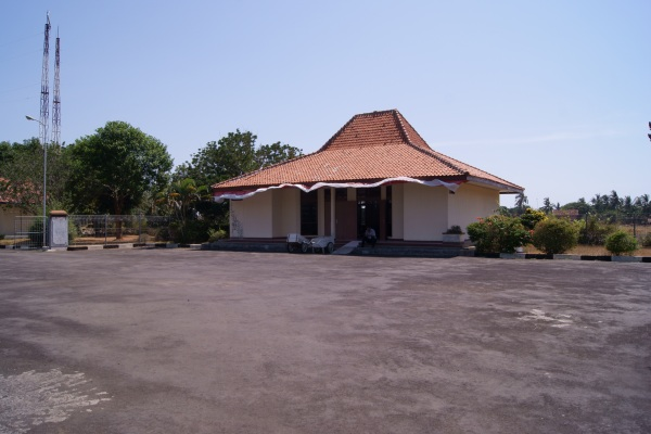 Bandara Dewandaru, Karimunjawa, Kabupaten Jepara, Jawa Tengah. ZonaAero