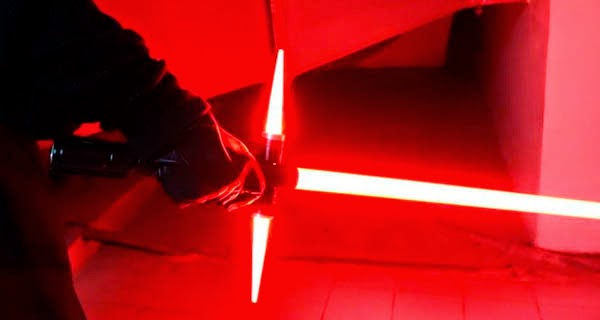 Replica del sable laser del villano de Star Wars: The Force Awakens