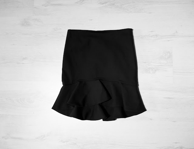 zara, pencil skirt with ruffle, frill skirt, volant skirt, fashion skirt, trendiest skirt right now