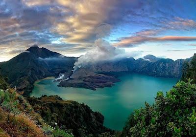 tempat wisata di lombok, objek wisata di lombok, trekking gunung rinjani, mendaki gunung rinjani, danau segara anakan, liburan akhir tahun