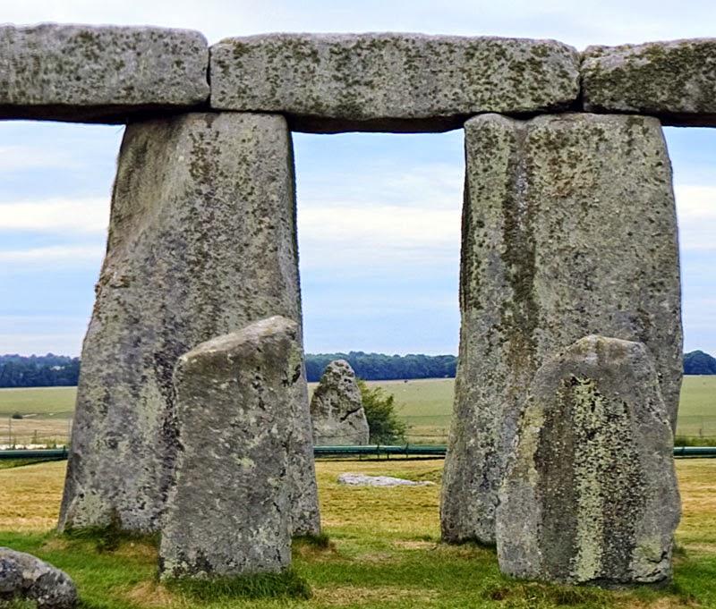 Heel Stone apontando para o nascimento do sol em Litha