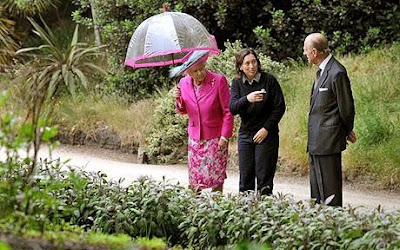 Queen Elizabeth gives New Year Honours to gardeners