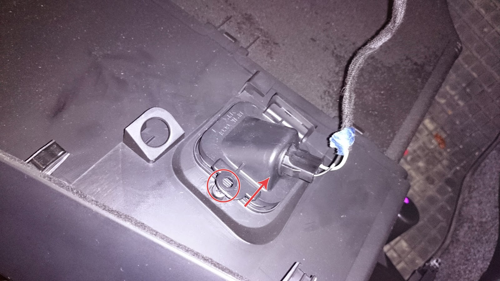 Mazda 3 Bl Hvac Air Actuator Replacement Another Man Blogging Well 2002 Tribute Wiring Diagram On 2014 While Pulling The Lower Dash Panel Completely Youll Find A Wire Blocking You This Is To Glove Box Light It Very Simple Remove