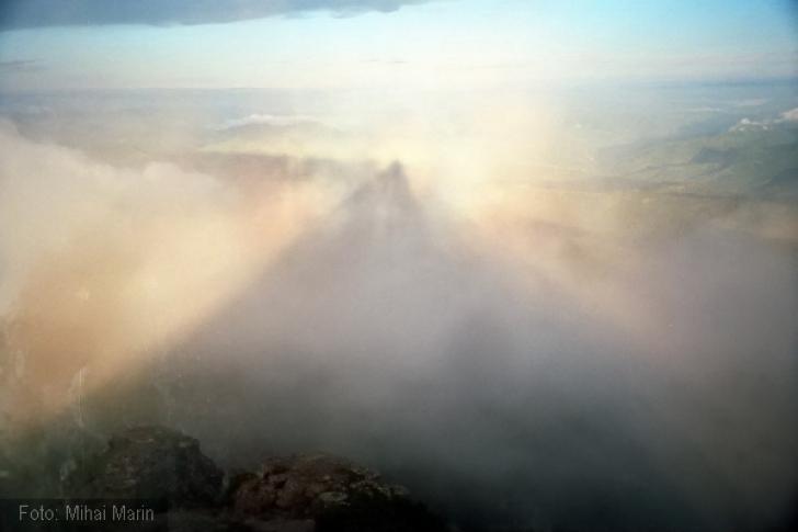 Pyramide Holographic. Montagnes: Ceahlau