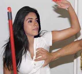 Hot Bollywood Scandals: Bollywood Actress Asin Hot Groping Scandal