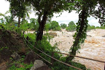 Li Phi tombe sur l'île de Don Khon (Laos)