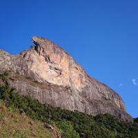 Pedra do Baú vista de uma das trilhas do complexo