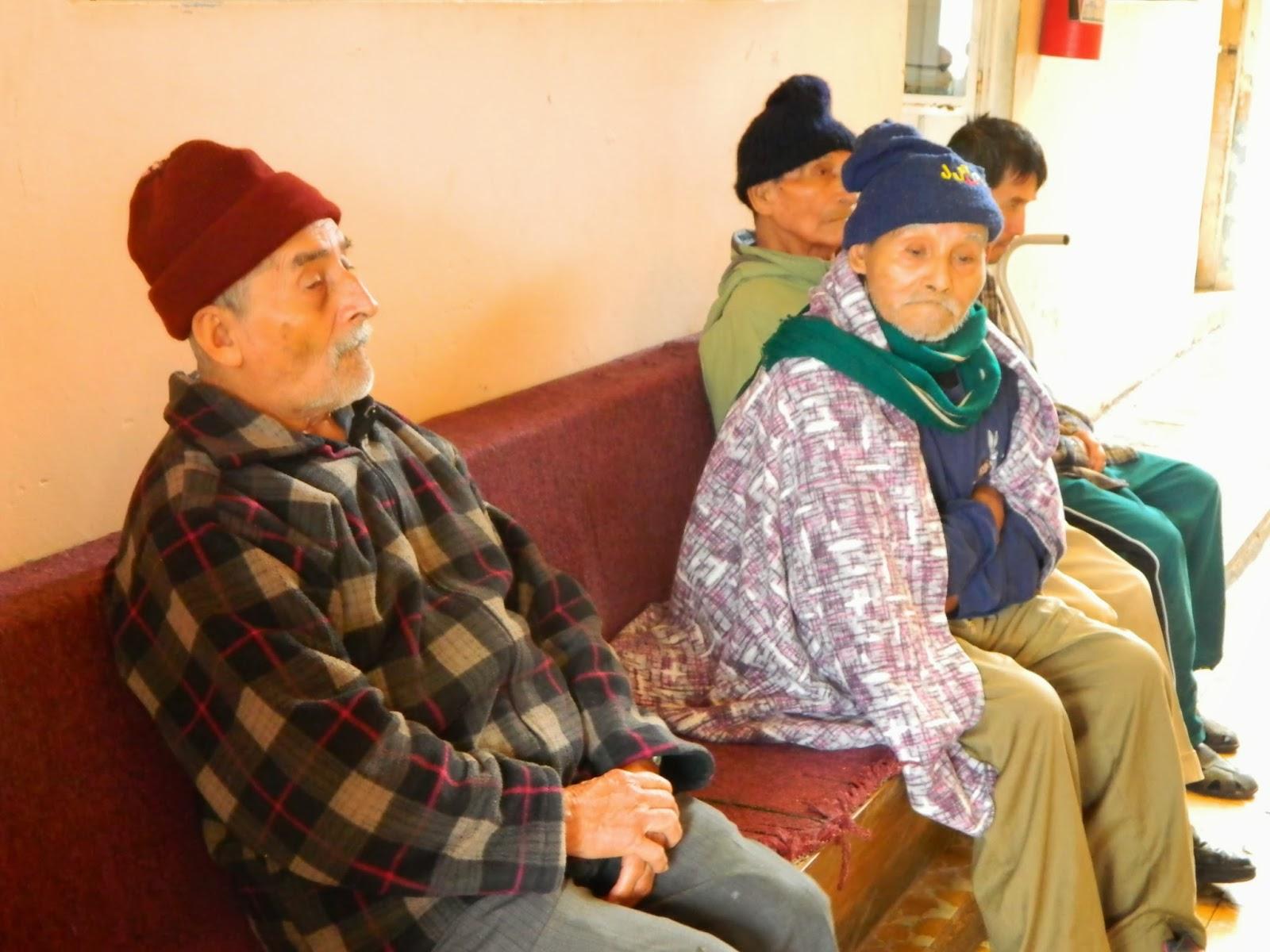 Abuelos del asilo en el olvidado por sus familiares for Asilos para ancianos