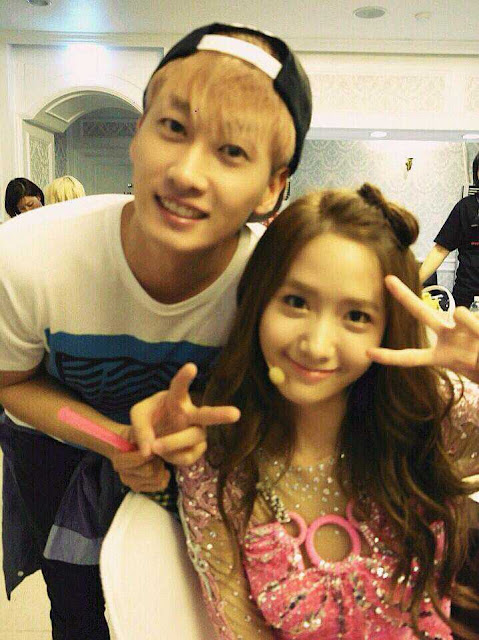 "[Pictures] 130608 Seohyun and Yoona with Eunhyuk at ""2013 Girls' Generation World Tour"" in Seoul Backstage"