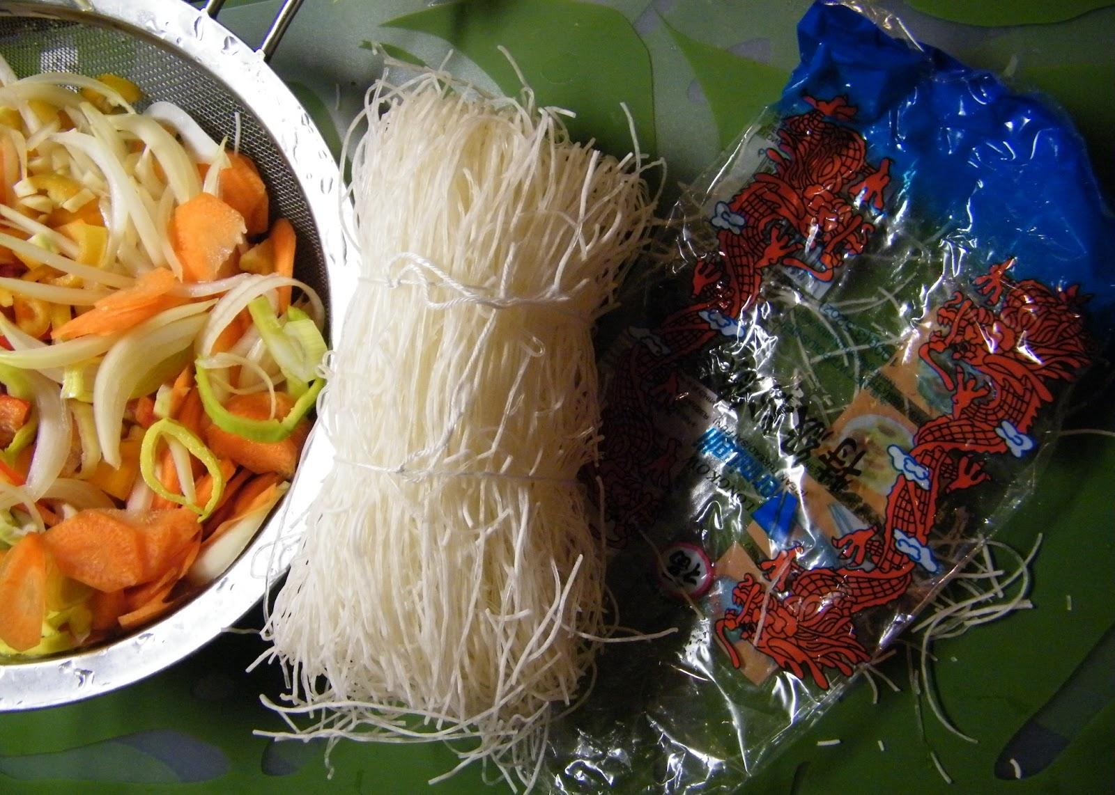 Comer rico y sano: Fideos chinos son sepia y verduras - photo#38