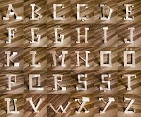 ilginç ahşap harfler alfabesi, tahta ve takozdan harfler