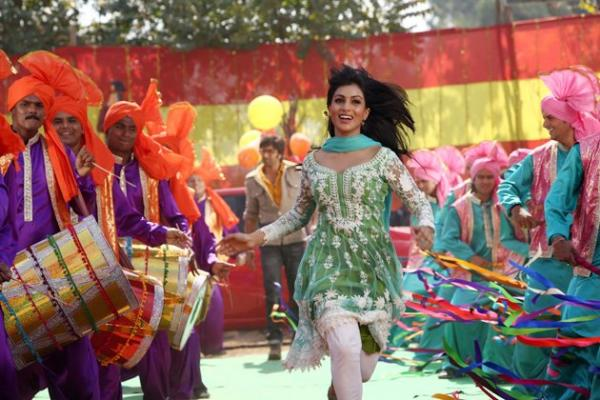 http://1.bp.blogspot.com/-N7Asst2w57Q/UiYPrNHa8xI/AAAAAAABh0c/VVpxKsKKV0M/s1600/Ranbir+Kapoor%27s+Besharam+Movie+Stills+(11).jpg