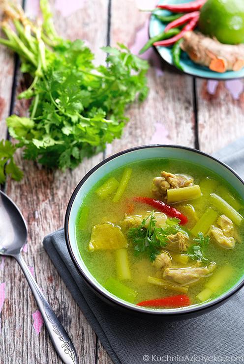Ostro - kwaśna zupa z kurczaka i kurkumy © KuchniaAzjatycka.com