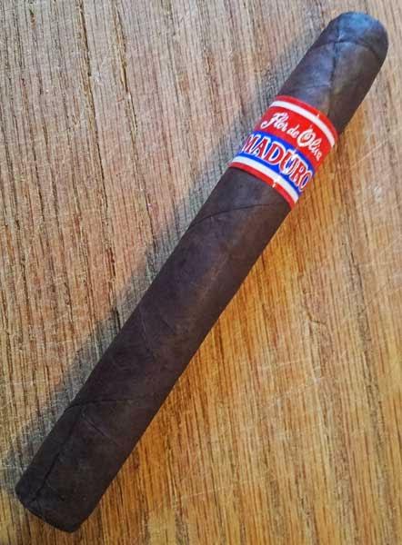 Flor de Oliva Maduro Toro cigar
