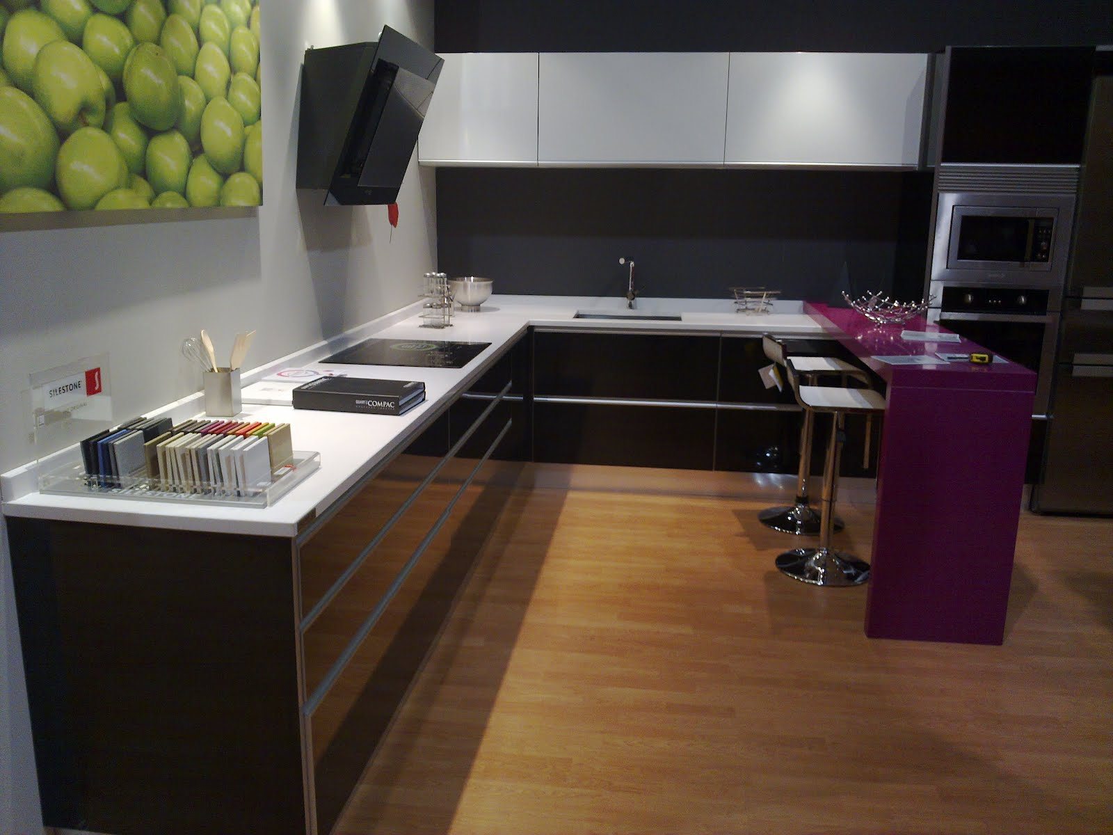 Cocinas mesas y sillas fotos mobiliario de cocina for Mobiliario para cocina