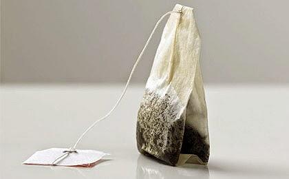 لا تلقي أكياس الشاي بعد استعمالها، هي توفّر عليك الكثير من النقود