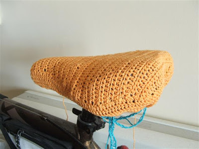 Miss Chaela Boo: Crochet bicycle seat cover by Carina's Craft Blog