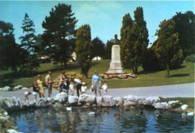 Autres stèles et monuments