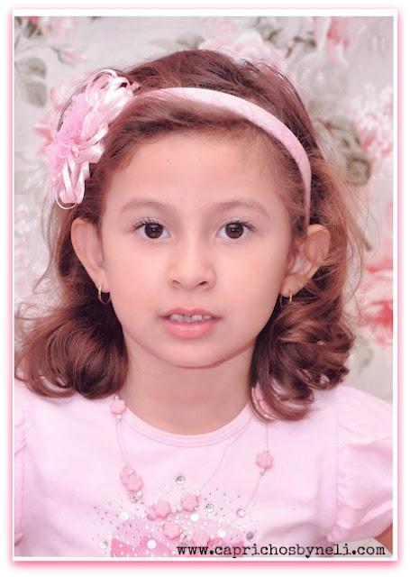 Minha filha com tiara de flor