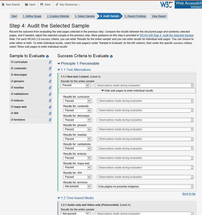 Pantalla del paso 4. Audit Sample de la herramienta. En el lateral izquierdo se pueden seleccionar las páginas de la muestra para evaluarlas individualmente. En la zona central hay un listado de los criterios de conformidad. Cada uno tiene un desplegable para indicar si lo cumplen o no (la muestra o cada página) y campos de texto para incluir observaciones.
