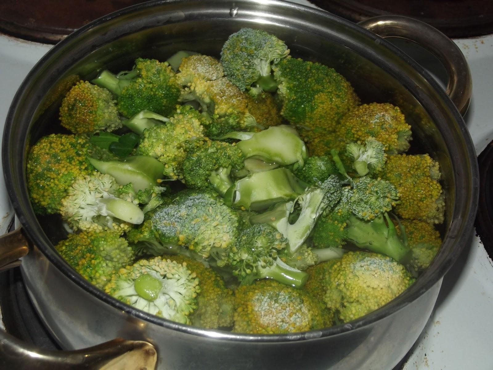 Adventures in Flavorland: Spaghetti with broccoli cream pesto