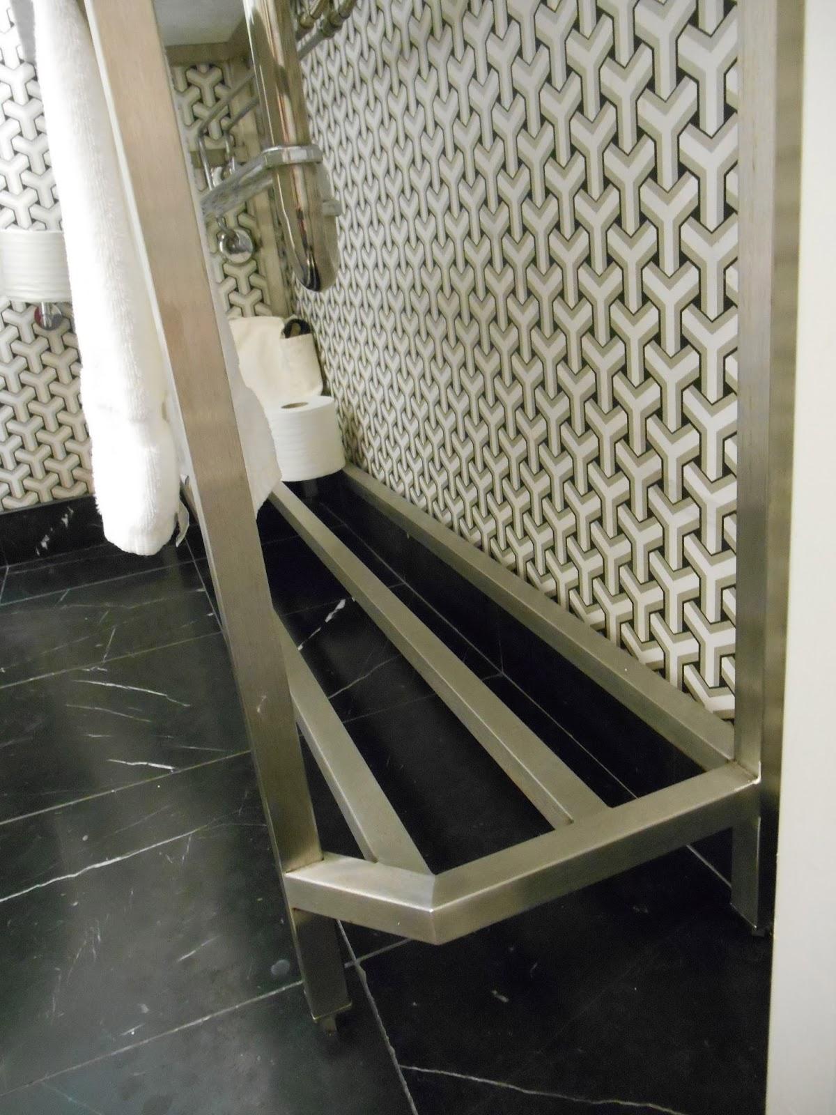 My Notting Hill: A Smart Narrow Bathroom