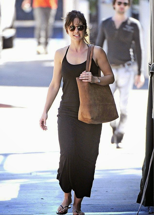 Is that the look of honestly?? Minka Kelly sure is looking happy during what appears to be a lunch date with a mystery male friend at West Hollywood. The actress was spotted out at Hugo's restaurant on Tuesday, September 23, 2014 where she supposedly her newest lucky man accept her as his best to do.