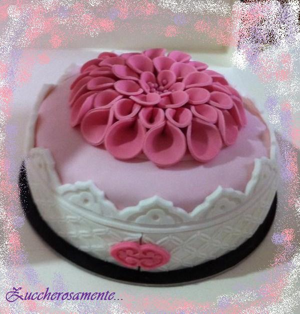 Zuccherosamente...: Corso base di cake design su torta ...