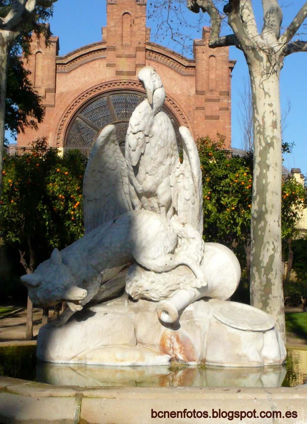 la cigea y el zorro obra en mrmol del escultor eduard b alentorn creada en los primeros aos de apertura del parque