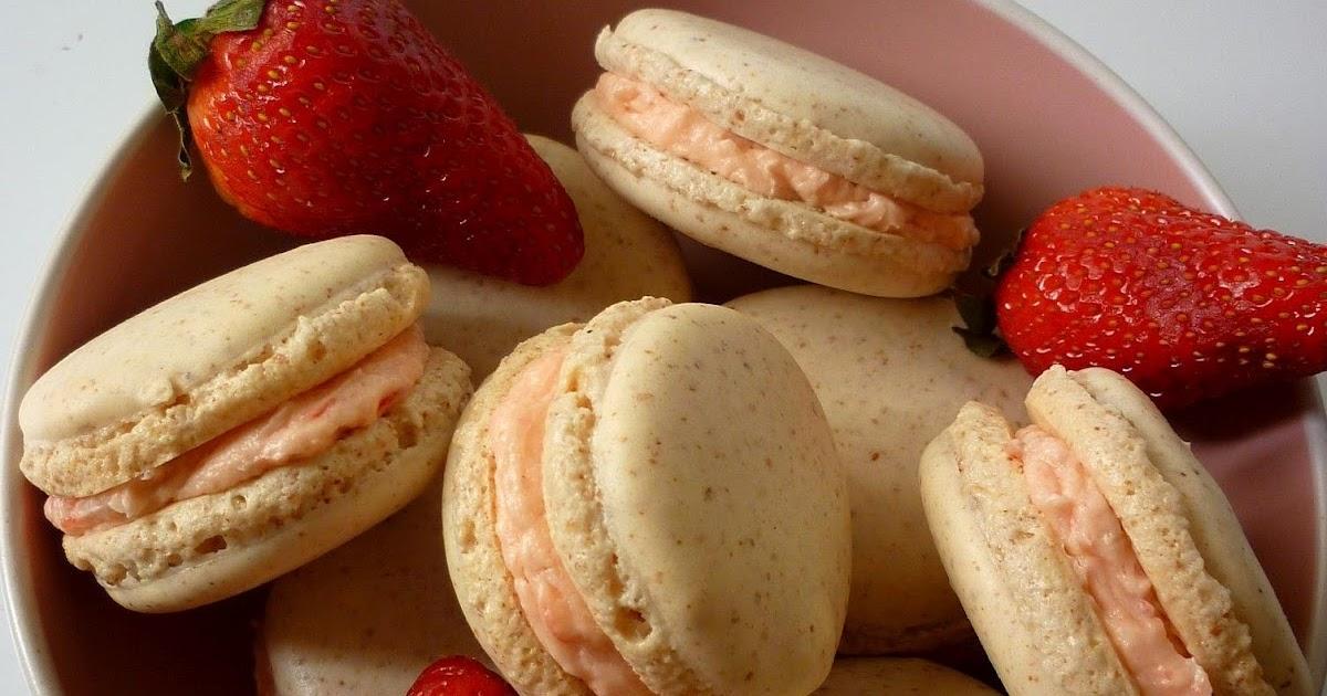 Kitchen Boffin: Strawberry macarons