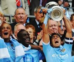 carlos tevez es campeon con el city