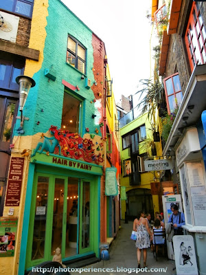 Lovely lane at Neal's Yard, London. Encantadora calleja en Neal's Yard, Londres.