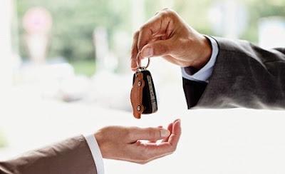 Entrega de llaves de un coche