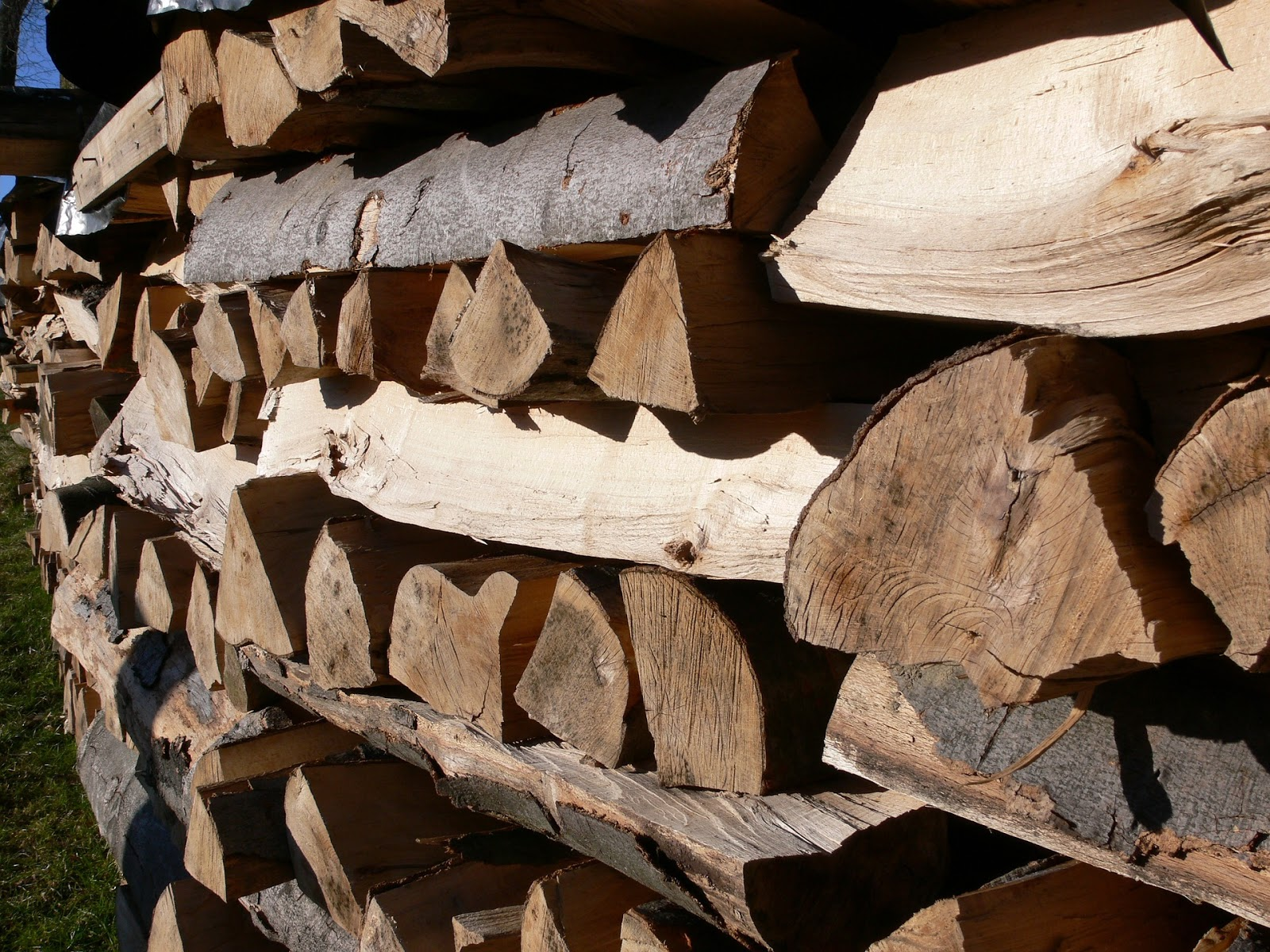Multi Purpose But Lacking In Practicality, This Versatile Garden Wall  Feature Combines Aesthetics With A Clever Log Store For Open Air Fires.