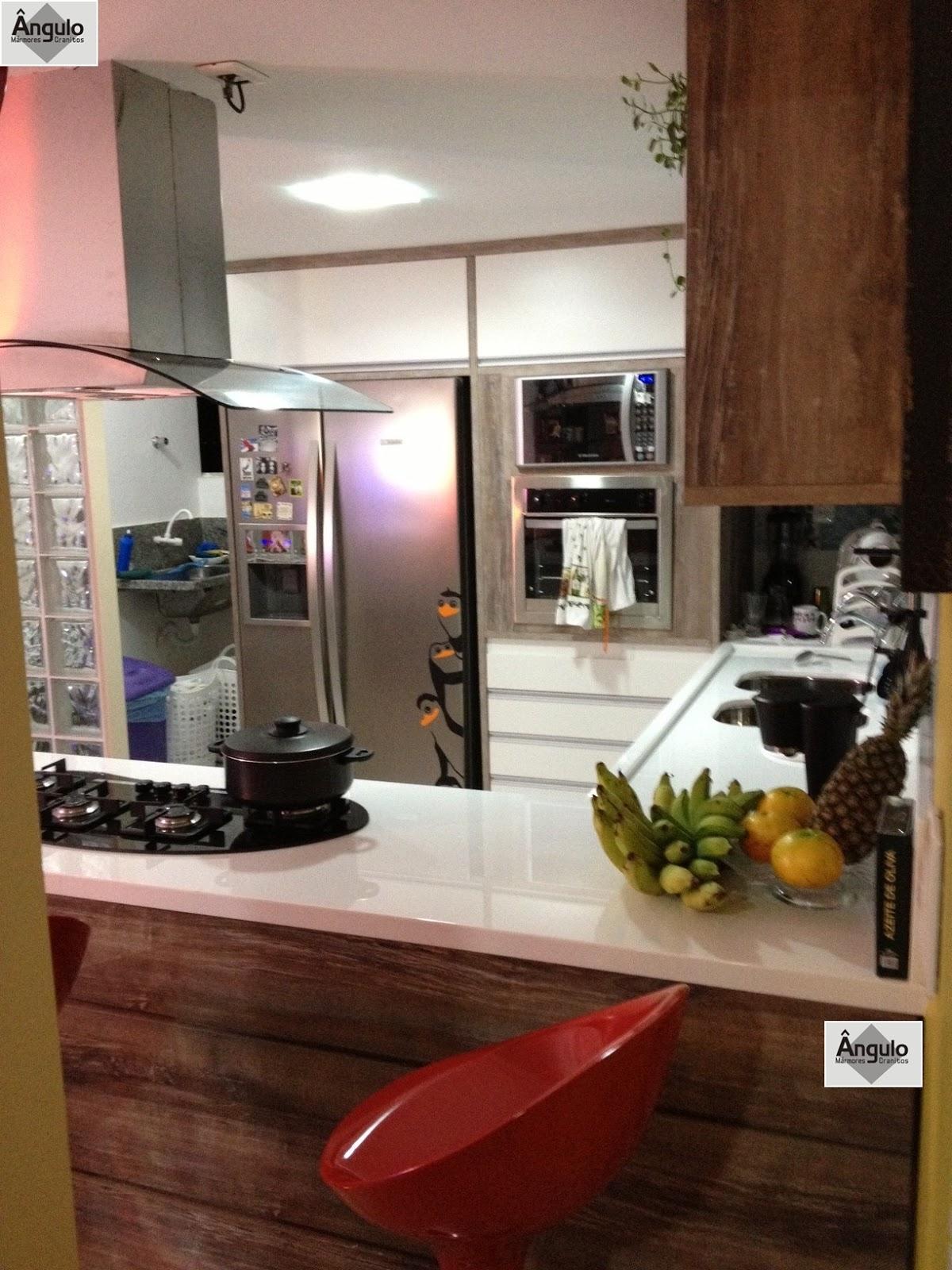 Linda Cozinha projetada em Nanoglass. Um projeto compacto funcional e  #9A7231 1200x1600 Balcao Banheiro Fabrica
