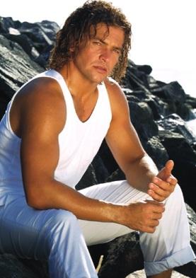 Orlando Fundichely posando en la playa